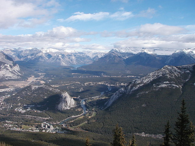640px-View_from_the_top_of_Sulphur_Mountain